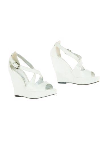 Beyaz Burberry Ayakkabı